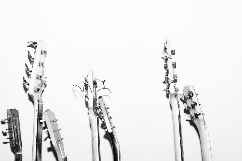 Как научиться выбирать гитару