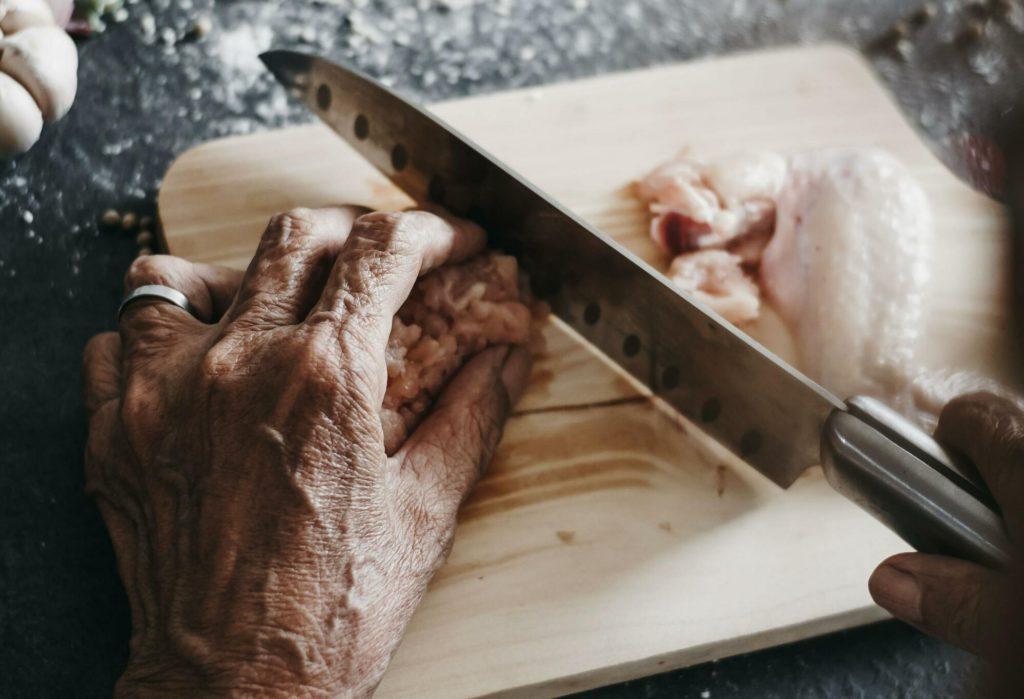 Как научиться правильно держать нож