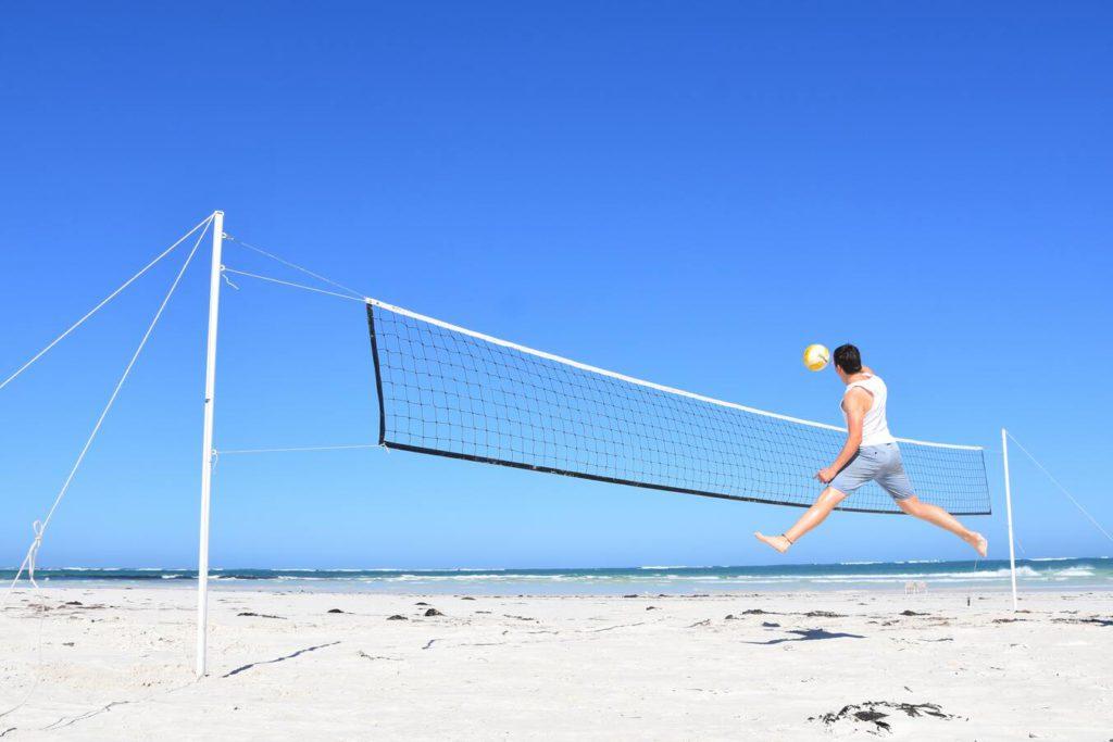 Как научиться играть в пляжный волейбол