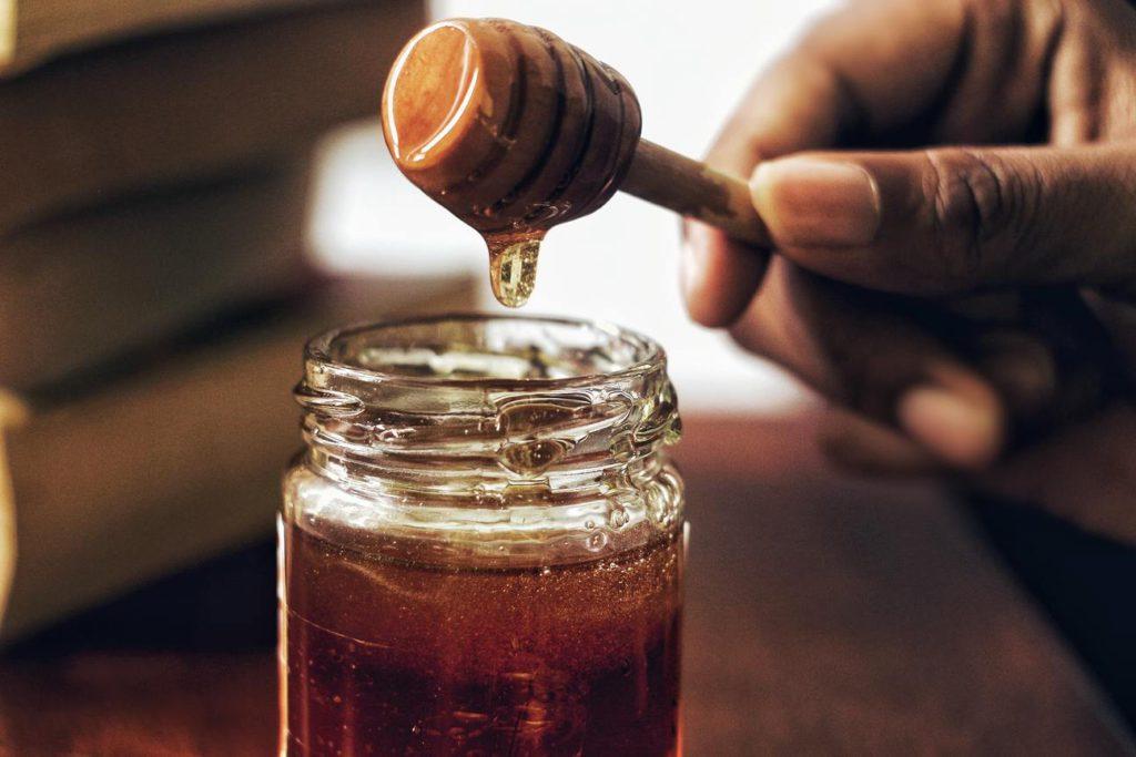 Как делать скраб медом