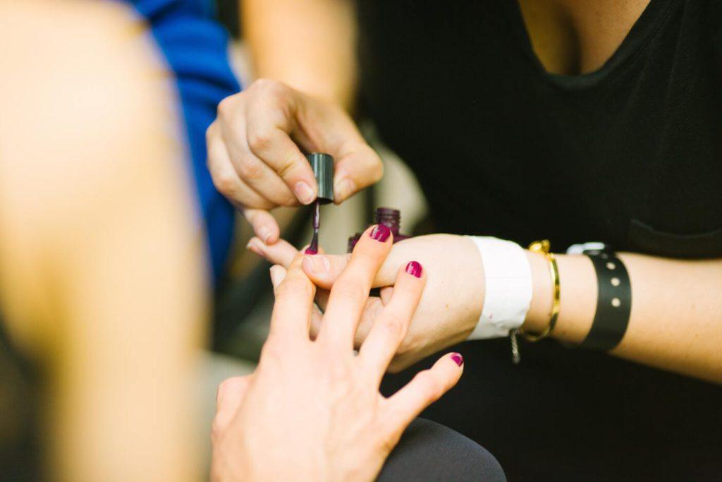Как научиться делать маникюр шеллаком