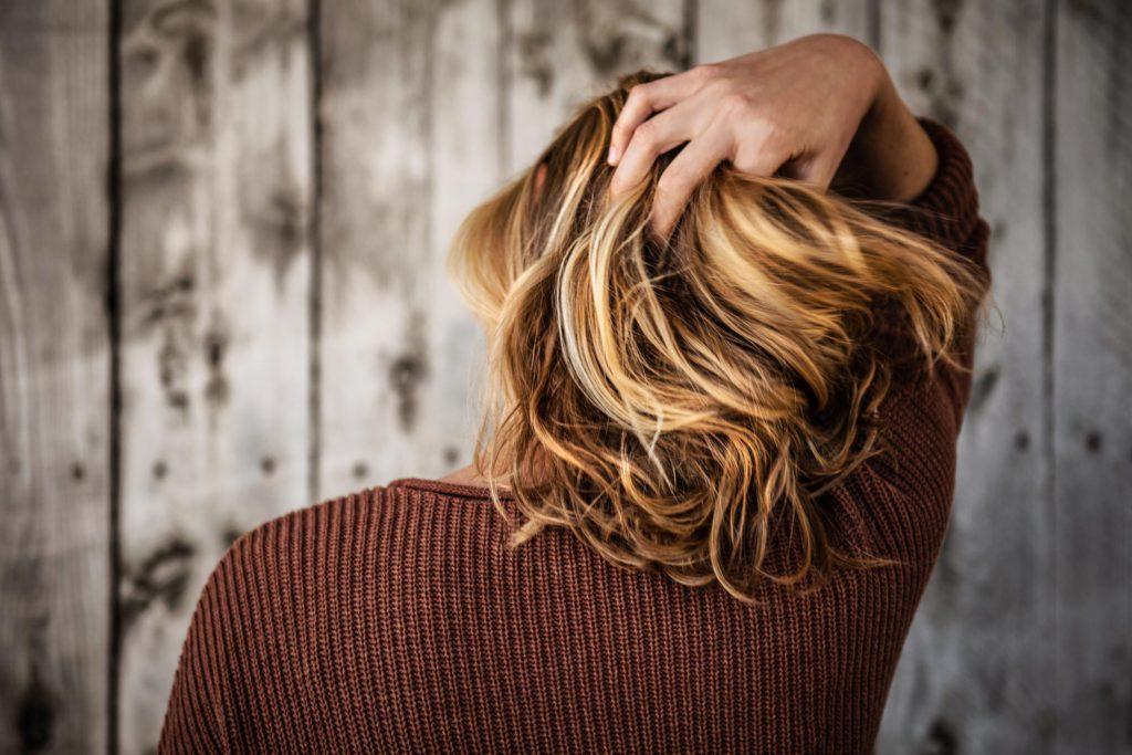 Как научиться делать вечерние прически на средние волосы