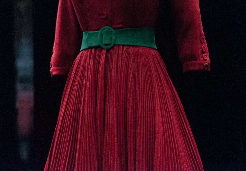Как научиться гладить юбки и платья