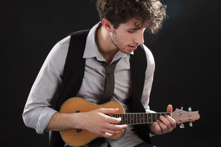 Научиться играть на укулеле